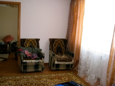 Living room: two chairs and a TV (good for Ukrainian practice)