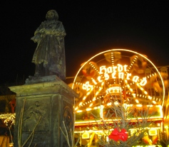 Weihnachtsmarkt in Bonn...with Beethoven!