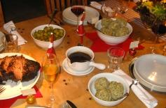 Christmas dinner: Sauerbraten, Semmelknödel, Rosenkohl, und viel Soße
