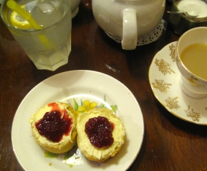scone with raspberry & vanilla jam