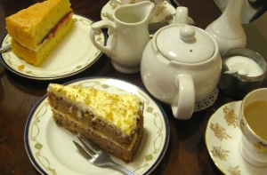 Victoria sponge & carrot cake