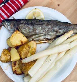 Spargel with trout & roasted potatoes